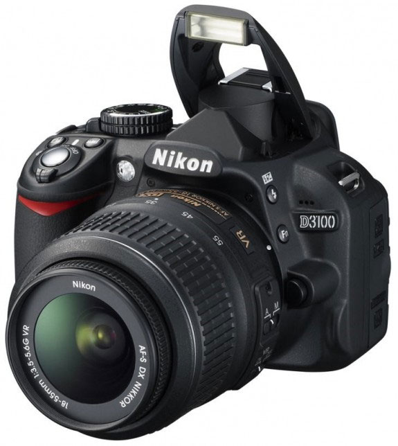 Бюджетная, любительская фотокамера NIKON D3100. Имеет CMOS матрицу с 14.2 млн. пикселей и комплектуется неплохим (сравнительно) KIT - объективом. Ориентировочная цена - 700$
